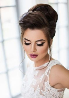 Pin by karinns shop on amazing beauties in 2019 Wedding Makeup For Brown Eyes, Wedding Makeup Tips, Wedding Makeup Looks, Bridal Makeup, Bridal Hair, Hairstyles For Gowns, Elegant Hairstyles, Wedding Hairstyles, Blonde Updo