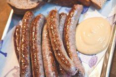 Konečně si můžete udělat čerstvé klobásky doma i vy! Potřebovat budete jen střívka a mlýnek, dobré maso a pár dalších surovin. Biltong, Food 52, Sausage, Homemade, Cooking, Meat Products, Salama, Tractor, Kitchen