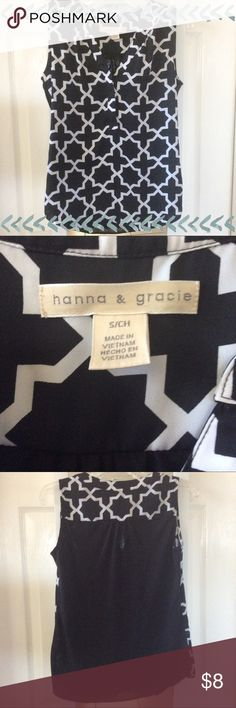 Black and white printed tank / blouse Hannah & Gracie black and white Morocco printed tank. Small. Very soft. Two hidden buttons in front. Hannah & Gracie Tops Blouses