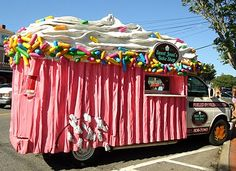 Cupcake Truck ~ This Is A Great Idea Actually ~ Cupcake Truck Instead Of A Ice Cream Man ~ Hmmm