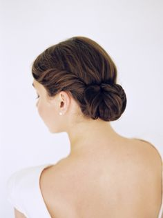 Shades of Ivory Modern Bridal Inspiration | Wedding Sparrow | Lauren Balingit Photography