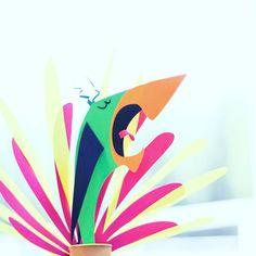 [Drôles d'oiseaux] Et un petit dernier pour le #charivari16 Il ne me reste plus qu'à les assembler, c'est parfois aussi long que de fabriquer les éléments en papier! Je croise les doigts pour arriver à tout faire tenir! _____ #expo2016 #drolesdoiseaux #CamilleEpplin #papierdecoupe #tropicaldesign #ilovebirds #lovepaper #birdillustration #pioupiouPapier #tropic #papercut
