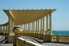 The Pergola of Foz is one of the iconic images of Porto. It's a large path by the sea where you can go for bicycle ride or simply a romantic walk. Douro, River Bank, Nice France, Parthenon, Famous Places, Spain And Portugal, Beach Fun, Beautiful Sunset, Great View