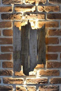 Vintage Wandlampen aus Holz im Shabby Used Look / vintage wall lamp made of drift wood made by LEDennis via DaWanda.com