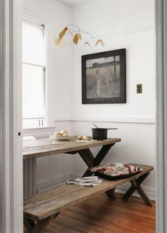 Great table, great use of a tiny little space.
