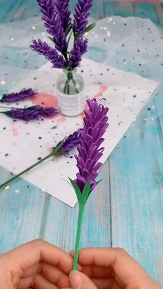 A simple tutorial to show you how to DIY paper flower. Informations About DIY Paper Flower Pin You c Kids Crafts, Diy Crafts Hacks, Diy Crafts For Gifts, Diy Home Crafts, Diy Arts And Crafts, Diy Crafts Videos, Creative Crafts, Diy Videos, Easy Crafts