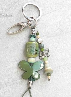 Key ring or bag charm, fantasy in natural pearls, ceramic and pearl . Handmade Pearl Jewelry, Beaded Jewelry, Beaded Bracelets, Diy Bags Purses, Bijoux Diy, Metal Clay, Beads And Wire, Jewelry Crafts, Jewelery