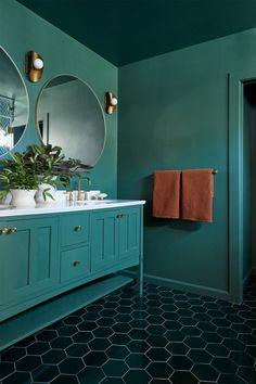 Home Interior Salas monochrome green painted bathroom.Home Interior Salas monochrome green painted bathroom Romantic Home Decor, Classic Home Decor, French Home Decor, Cute Home Decor, Retro Home Decor, French Interior, Interior Modern, Bathroom Inspiration, Bathroom Ideas