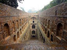 Agrasen ki Baoli(デリー、14世紀) インドにある地下深くへと続く美しい階段。その正体とは?