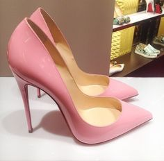 Christian Louboutin Fashion high heels, fashion girls shoes and men shoes all here for you with the cheapest price Dream Shoes, Crazy Shoes, Me Too Shoes, Stilettos, High Heels, Pretty Shoes, Beautiful Shoes, Beautiful Images, Zapatos Shoes