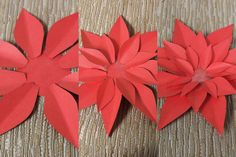 Use our printable template to make your own simply stunning paper poinsettias! Perfect for gift tags, place card settings and more! Diy Christmas Paper Decorations, Easy Diy Christmas Gifts, Diy Christmas Ornaments, Xmas, Kfc Christmas, Christmas Stuff, Paper Flowers Roses, How To Make Paper Flowers, Tissue Paper Flowers