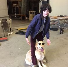 finn wolfhard, stranger things, and dog resmi Stranger Things Actors, Stranger Things Aesthetic, Stranger Things Funny, Stranger Things Netflix, Mike From Stranger Things, Millie Bobby Brown, Jack & Finn, Es Pennywise, It Movie 2017 Cast
