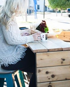 «Perk up your coffee and cable knit mornings in @shoplolalavender's fringe-hemmed sweater   Get ready-to-shop details with www.LIKEtoKNOW.it  …»