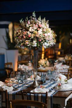Wedding at the Sociedade Hipica Brasileira in Rio de Janeiro. Planner Roberto Cohen. Decor and design Anna Carolina Werneck. Pink and blue decor ideas.