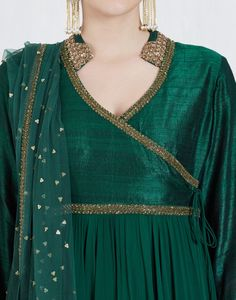 Check out our Bottle Green Angrakha Kalidar Anarkali Set by DEBYANI available at Ogaan Online store at special price. Debyani's stunning line references the Indian heritage but gives it a contemporary facelift Boho Style Dresses, Dress Indian Style, Stylish Dresses, Nice Dresses, Silk Kurti Designs, Kurta Designs Women, Kurti Designs Party Wear, Pakistani Dresses Casual, Pakistani Dress Design