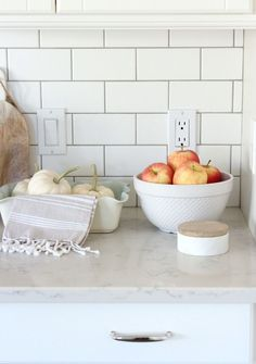 tiles Backsplash Warm up your kitchen this fall with these home decor picks! Classic White Kitchen with Subway Tile Backsplash and Marble Quartz Countertops Classic White Kitchen, Warm Decor, Kitchen Decor, White Tile Backsplash, White Kitchen Tiles, Kitchen Furniture, Fall Home Decor, Kitchen, White Subway Tile Kitchen