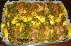 Colliers d'agneaux rôtis aux olives vertes et pommes de terre.