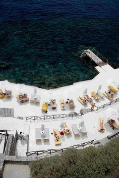 The beach built on the rocks of the Il Pellicano hotel in Tuscany's Porto Ercole Oh The Places You'll Go, Places To Visit, Hotels In Tuscany, Slim Aarons, European Summer, Online Travel, Adventure Is Out There, Vacation Spots, Travel Inspiration