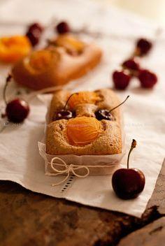 Piccoli #plumcakes alle #albicocche e #ciliegie (senza Glutine e senza Lattosio) | @Agostina Battaglia