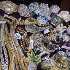 You won't believe the SPARKLE! See 11 hand picked diamond dripping luxury watches that cost more than an entire home, Philippe Paetek, Rolex and more. Cute Jewelry, Bling Jewelry, Diamond Jewelry, Jewelry Accessories, Jewelry Design, Jewellery, Elegant Watches, Beautiful Watches, Gem Diamonds