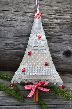 Christmas Tree- cinnamon trunk - which willmake its aroma have always - Crafting Practice Christmas Sewing, Noel Christmas, Homemade Christmas, Diy Christmas Ornaments, Christmas Tree Decorations, Christmas Projects, Holiday Crafts, Holiday Decor, Fabric Christmas Trees