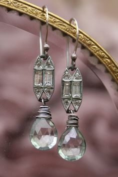 love the links. I could do this with links from an old marcasite watch in my stash Outfits, Outfit Ideas, Outfit Accessories, Cute Accessories I Love Jewelry, Wire Jewelry, Jewelry Crafts, Jewelry Art, Beaded Jewelry, Jewelery, Vintage Jewelry, Jewelry Accessories, Handmade Jewelry