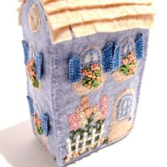 Soap Box House van TwoLeftHands op Etsy Craft Projects For Kids, Arts And Crafts Projects, Felt House, Box Houses, Soap Boxes, Fabric Houses, Felt Art, Felt Ornaments, Little Houses