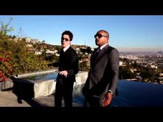Oh, just Zach and Donald singing an adorable duet together: | Donald Faison And Zach Braff Are The Ultimate Best Friends