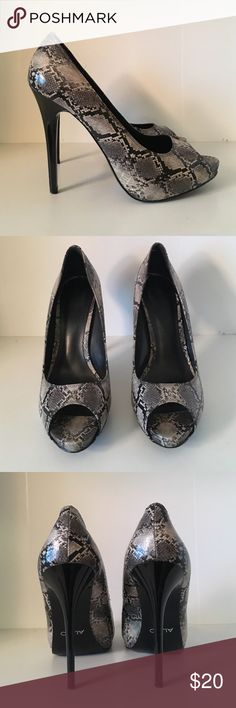 Snake skin peep toe heels! These babes are from Aldo shoes! Only worn a handful of times! True to size! Aldo Shoes Heels
