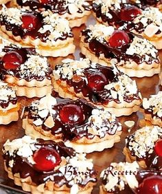 French Dessert Recipes, Dessert Cake Recipes, Cookie Desserts, Sweet Desserts, Cookie Recipes, Chocolate Brownie Cookie Recipe, Eid Food, French Pastries, Food Humor