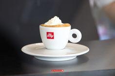 ¿Qué tal un espresso con panna para empezar el viernes? #SeiGiornideli