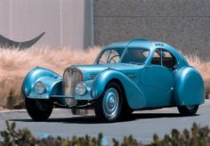 1936 Bugatti Type 57 SC Atlantic Coupe won the 2017 Chantilly Arts & Elégance Richard. Bugatti Type 57, Bugatti Cars, Maserati, Ferrari F40, Lamborghini Gallardo, Jaguar, Ferrari Convertible, Vintage Cars, Antique Cars