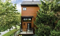 Take a look at our realisation : Mont Ste-Anne Chalet. Maibec's siding have been used for this project. Find out more in our portfolio. Exterior Colors, Exterior Design, Interior And Exterior, Shingle Siding, Wood Siding, Chalet Style, Cladding, Restoration, Yard