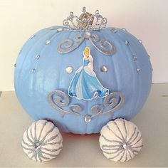 DIY Cinderella pumpkin carriage design that won first place Cinderella Baby Shower, Cinderella Theme, Cinderella Birthday, Cinderella Centerpiece, Princess Birthday, Cinderella Party Decorations, Disney Halloween, Pretty Halloween, Holidays Halloween