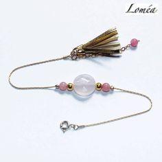 Bracelet fin en plaqué or gold filled, quartz rose et pompon : Bracelet par lomea