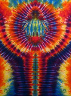 Tiedye - by bigbluedyes Tie Dye Tapestry, Tie Dye Techniques, Shibori Tie Dye, How To Tie Dye, Tie Dye Designs, Little Bit, Tie Dye Shirts, Hippie Art, Tie Dye Patterns