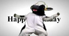 Una vaca muy animada, no puede parar de bailar para desear lo mejor en tu cumpleaños.