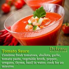 Gazpacho on wooden table Warrior Diet, Fresh Tomato Recipes, Gazpacho, Tomato Paste, Protein Foods, Paleo Recipes, Curry, Meals, Dinners