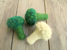 Handmade needle felted Broccoli or Cauliflower from 100% wool. In real size, It is 6.5 cm (2.6 inches) The price is for one.