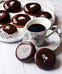 Isteni ischler (bögrésen is) Best Cookie Recipes, Baby Food Recipes, Sweet Recipes, Dessert Drinks, Dessert Recipes, Hungarian Recipes, Bakery Recipes, How To Make Cake, Sweet Treats