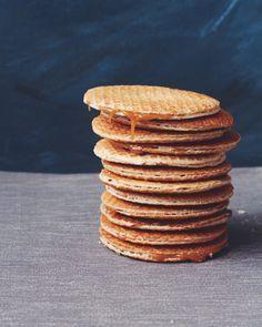 Great British Bake Off Technical Challenge Week Stroopwafels Uk Recipes, Amish Recipes, Dutch Recipes, Baking Recipes, Recipies, Scottish Recipes, Turkish Recipes, Yummy Recipes, British Baking Show Recipes