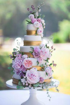 Brianna and Matt's romantic sugar flower wedding cake by Alex Narramore, The Mischief Maker #bemischievious BLOG • The Mischief Maker #UltraViolet #Pantone