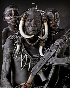 The Mursi are a nomadic tribe of herdsmen living in the lower Omo Valley, situated in Africa's Great Rift Valley in south-west Ethiopia, not far from the Kenyan border British photographer Jimmy Nelson We Are The World, People Around The World, Foto Face, Costume Africain, Jimmy Nelson, Afrique Art, Anthropologie, Tribal People, African Tribes