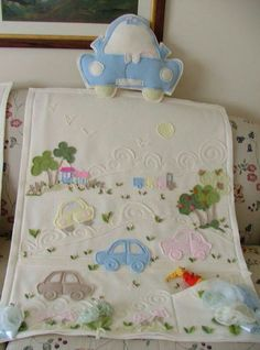 Quilt Baby, Baby Crib Bedding, Cute Quilts, Small Quilts, Baby Knitting, Crochet Baby, Colchas Quilting, Minion Baby, Hand Embroidery Patterns Flowers