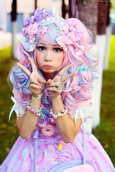Fashion – A lolita with decora touches and fairy kei colors. Plus an irresistable expressi… Harajuku Fashion 👘 Pastel Goth Fashion, Kawaii Fashion, Lolita Fashion, Cute Fashion, Funny Fashion, Hijab Fashion, Fashion Styles, Fashion Fashion, Fashion Women