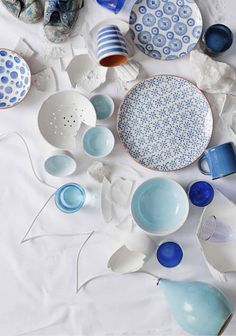 Lisää sinistä! Beautiful blue and white tableware and ceramics