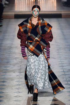 Photo of Vivienne Westwood Gold Label Autumn/Winter 2014 Quirky Fashion, High Fashion, Fashion Show, Fashion Design, Vivienne Westwood, London Fashion Weeks, English Fashion, Punk, Fashion Prints