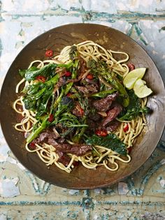 This Asian beef stir fry is a weeknight winner. With juicy steak, crunchy greens and sticky soy, steak stir fry recipe is a real winner. So delicious! Steak Stirfry Recipes, Stir Fry Recipes, Beef Recipes, Healthy Recipes, Recipies, Quick Recipes, Quick Meals, Seafood Recipes, Delicious Recipes