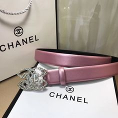 Fashion Belts, Teen Fashion Outfits, Fashion Rings, Cute Jewelry, Jewelry Accessories, Fashion Accessories, Gold Gucci Belt, Fashion Mark, Luxury Belts