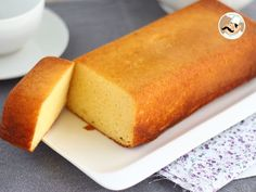 Un gâteau tout simple et bien moelleux pour profiter d'une pause gourmande … A simple cake and very fluffy to enjoy a gourmet break at any time of the day. – Dessert Recipe: Fluffy concentrated milk cake by Ptitchef_officiel Desserts With Biscuits, Köstliche Desserts, Dessert Recipes, Homemade Cake Recipes, Milk Recipes, Sweet Recipes, Healthy Recipes, Food Cakes, Cupcake Cakes